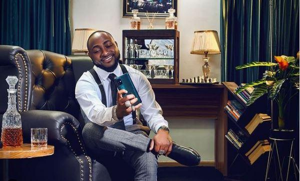 """""""The chores sef looks rich"""" - Reactions as Davido is spotted doing some house chores (Video)"""