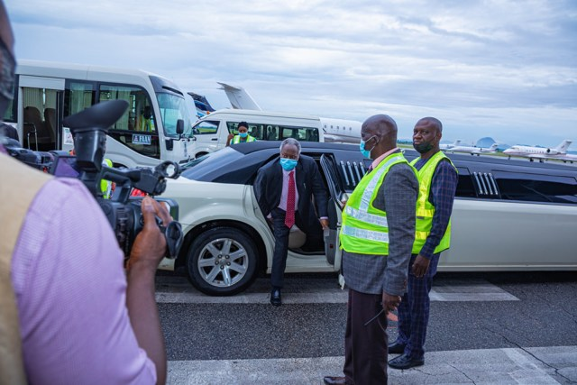 Deeper Life's Pastor Kumuyi under fire after arriving crusade in an exotic limousine