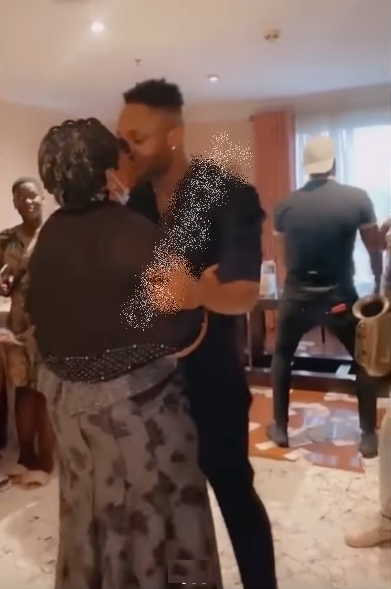 Emotional moment Cross meets mother at welcome party, receives gifts from fans (VIdeo)